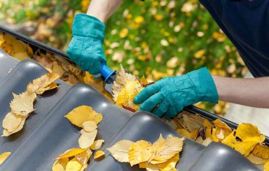 Cleaning-out-gutters